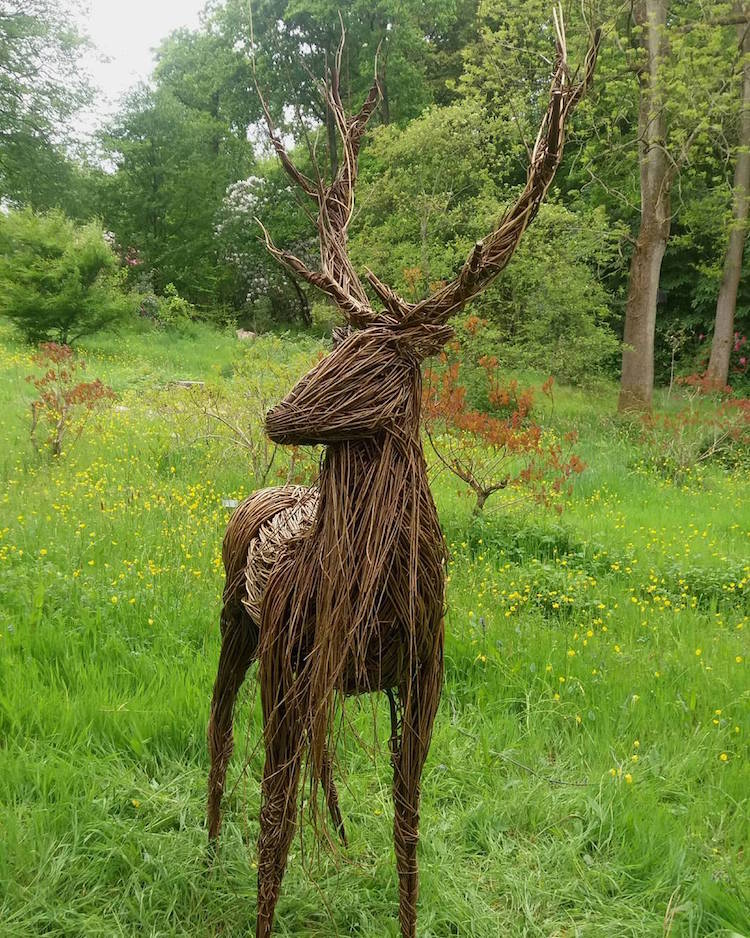 outdoor-sculptures-anna-and-the-willow-1