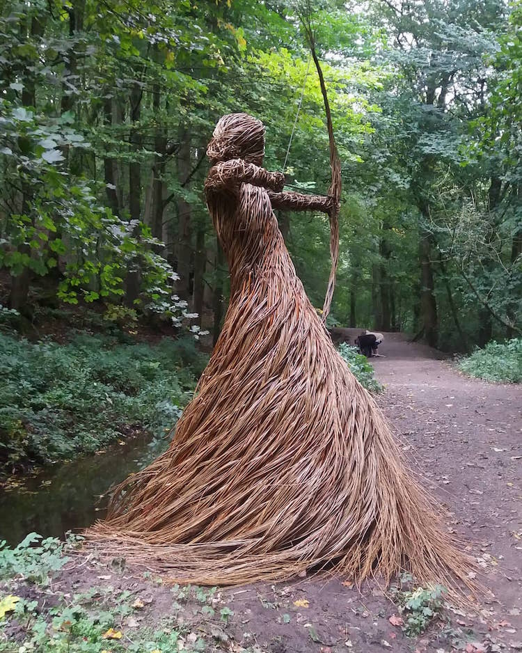 outdoor-sculptures-anna-and-the-willow-11