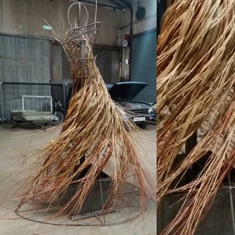 outdoor-sculptures-anna-and-the-willow-6